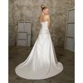 A linha Sweetheart Catedral Trem cetim Beading Ruffled vestido de noiva
