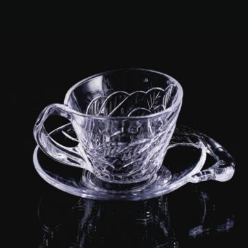 Pires e copo de vidro estilo cisne
