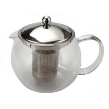 Glas-Teekanne mit einem abnehmbaren Teesieb