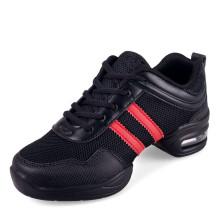 Klassische reine schwarze Sportschuhe