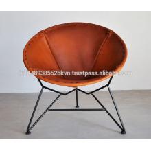 Chaise en cuir marron de forme ronde
