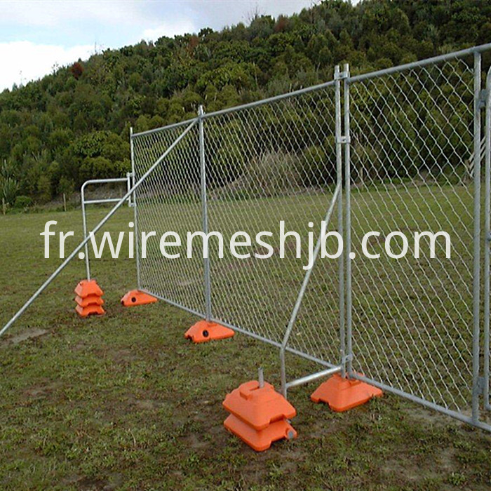 Chain link wire temporary fences