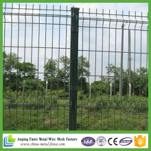 China Supplier Powder Coated Curves Wire Mesh Garden Fencing