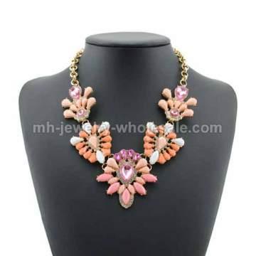 Charmes forme lien alliage pièces incrustation acrylique collier papillon