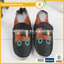 2015 très joli petit motif de bus noir couleur bébé chaussures en cuir véritable