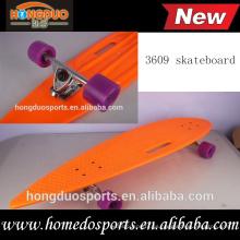 monopatín plástico del longboard con el patín del costum