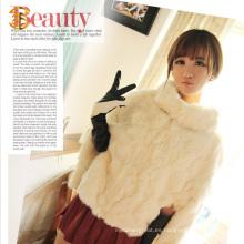La capa de piel real del conejo de la muchacha coreana del estilo y la capa natural de la chaqueta de la piel del conejo