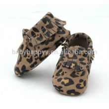 Sapatos de couro com sapatos macios para bebés, com venda quente, sapatos de animais para bebés ao ar livre