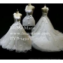 Últimos padrões de vestidos formais Mermaid A Line Sweetheart One Should Appliqued Lace Wedding Dress with Handmade Flowers color