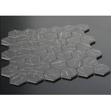 Los mosaicos se utilizan para la decoración del piso del baño.