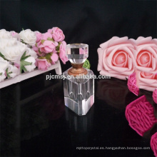 hermosas botellas de perfume de cristal vacías
