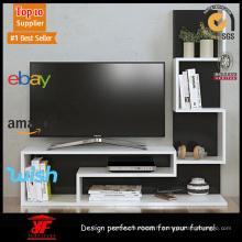 Meuble de télévision fixé au mur avec meubles à étagères