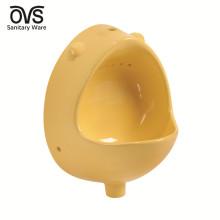 Gros enfants mur accroché urinoir bol de toilette