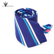 Cravate d'hommes de prix de gros avec le logo fait sur commande