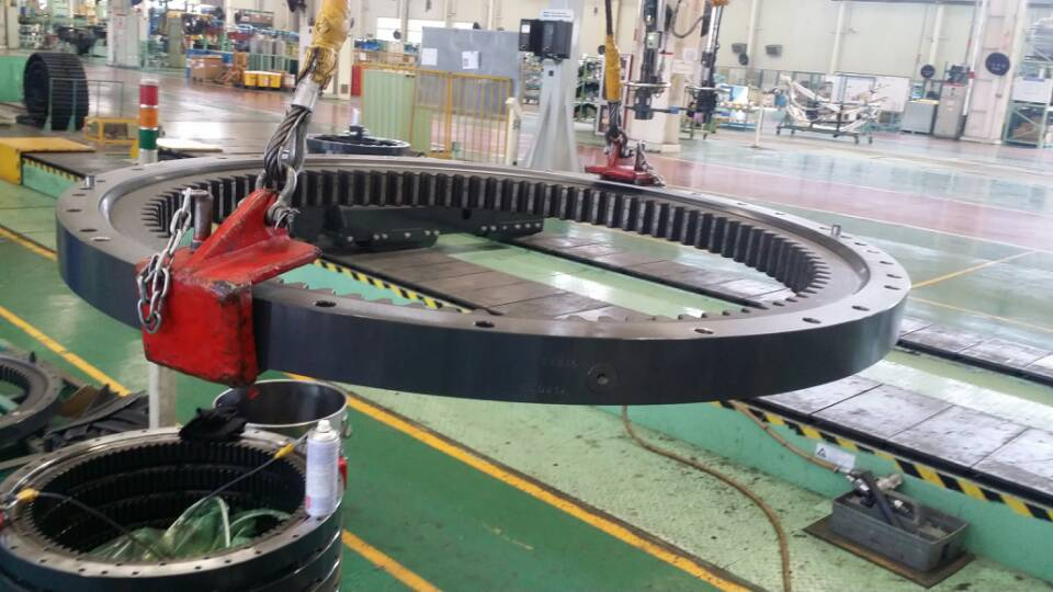 PC200-7 Slewing Bearing