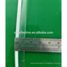 couture imperméable sur le tuyau de tuyauterie en PVC transparent