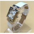Montre en acier inoxydable pour femmes avec bracelet en cuir