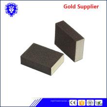 bunter abrasiver Sandschwammblock