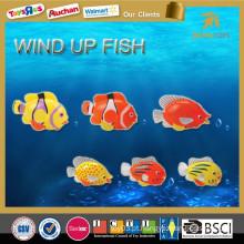 Novos miúdos brinquedo de água pequenos peixes de plástico vento até brinquedos