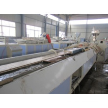 El marco de puerta del PVC WPC perfila el equipo de producción / los perfiles del marco de puerta de WPC extruyen la línea