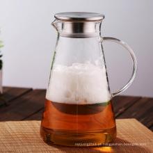 Suco caseiro chá gelado por jarro de vidro