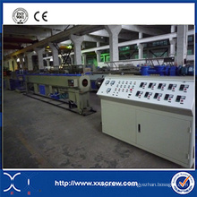 Chaîne de production en plastique de tube de tuyau de PVC