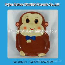 Plato de cerámica con diseño de mono