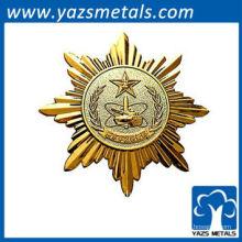 Design da pessoa do emblema de ouro