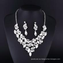 Collar de chapado en plata cristalina clásica de nuevo estilo