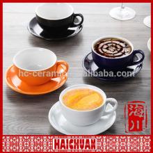 De alta calidad de cerámica de alta taza de color azul con platillo