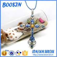Collier pendentif croix strass de marque personnalisée pour promotion religieuse