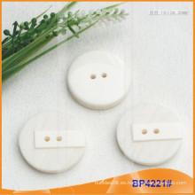 Botón de poliéster / Botón de plástico / Botón de camisa de resina para el escudo BP4221
