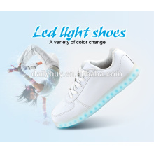 Unisexe USB chargeant des chaussures de sport LED standard standard pour hommes