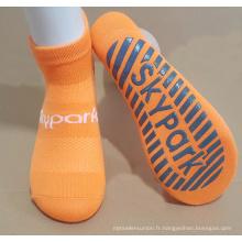 Les meilleures chaussettes antidérapantes de trampoline de qualité avec le tricotage de maille