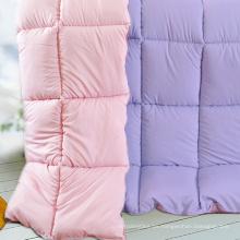 Cómodas acolchadas de poliéster y almohadas