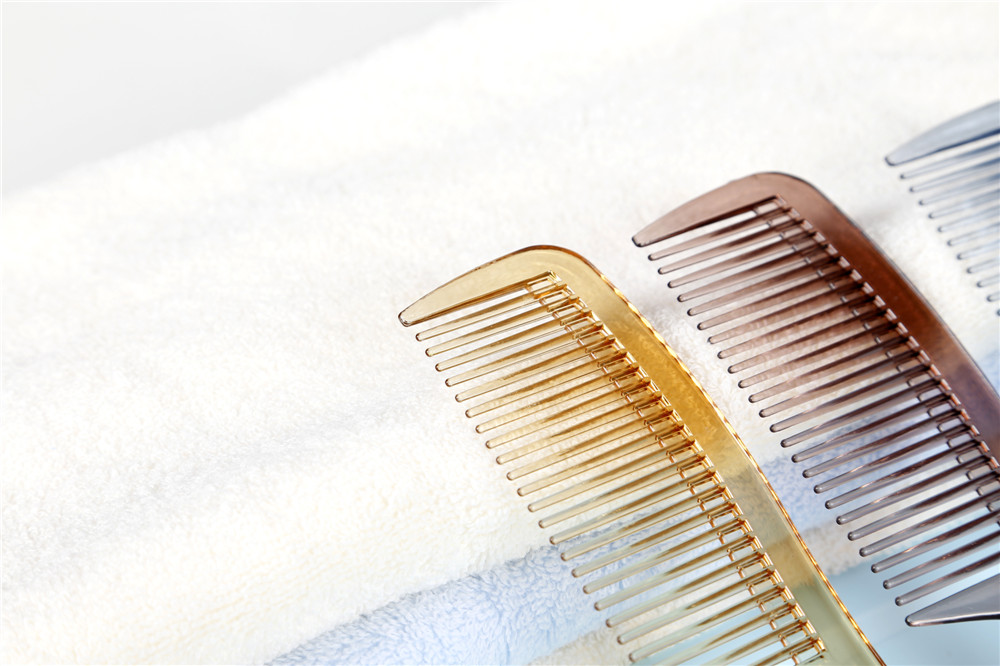 CHEAP PLASTIC HAIR COMB