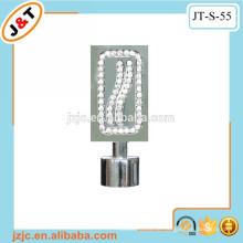 Einziehbare flache Metallvorhangstange mit Diamantvorhang Finial