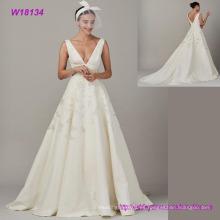 Vestido nupcial elegante del bordado del vestido de boda de la gasa del V-Cuello profundo de alta calidad
