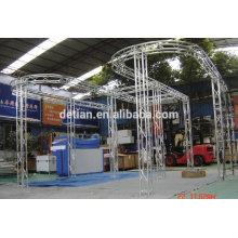 3x6 modularer Messestand mit Display-Regalen aus Aluminium-Fachwerkständer
