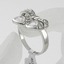 Shining Full Rhinestone Finger Ring For Woman Luxurious bow shape rings with double metal heart pendants