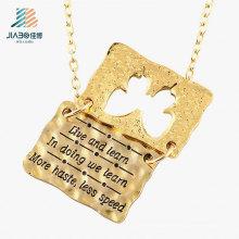 A liga de zinco do fornecedor do ouro grava etiquetas do dobro da letra para a promoção