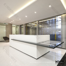 белая и черная твердая поверхностная самомоднейшая офисная стойка регистрации