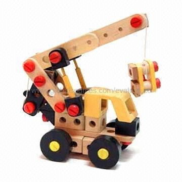 67-piece Assembly Crane Toy, Made of Solid Wood