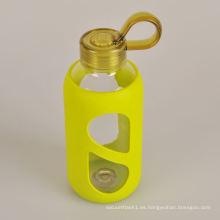 2015 nuevos productos saludable botella de agua aislada de vidrio con manga de silicona
