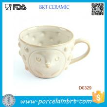 Weißer Deckel mit süßem Gesicht und kleinen Punkten Keramik Tasse
