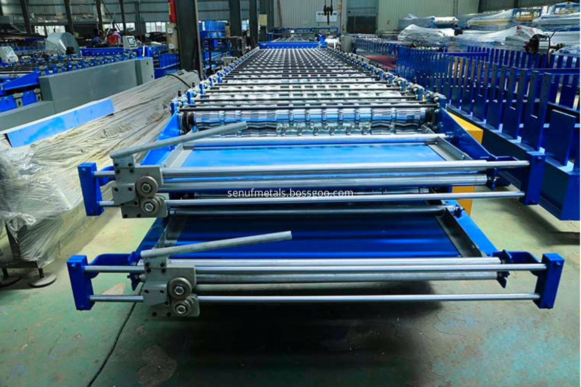 Double layer roof sheet forming machine pre-cut