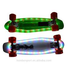alta qualidade piscando 22 polegadas cruzadores de plástico com luz led