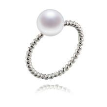 Bague élégante et classique en perles d'honneur