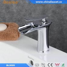 Robinet de salle de bain cascade à une poignée