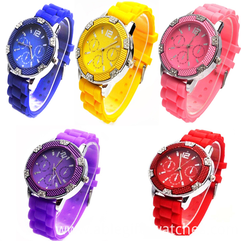Good quality silicone women watch with A diamond encrusted silicone women watch